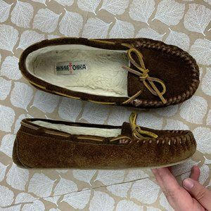 Minnetoka Size 9 Brown Suede Moccasin Slippers